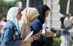 2e8f50feb كتابات في الميزان / نساء بغداد يتحدين الظروف الصعبة ويطالبن بحرية ...